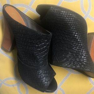 PRICE DROP🖤Peep toe leather mules